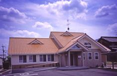 葛城市で開業して、もうすぐ80年。地域に密着した、安心して働ける歯科医院です。